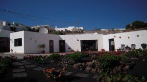 Charming villa in Tias