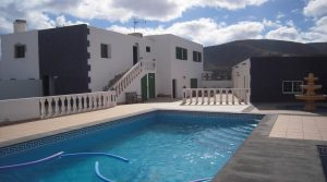 3 apartments with swimming pool in Mala