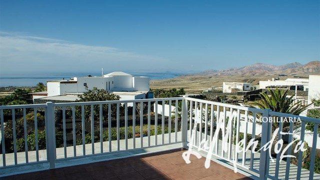 4271-(8) buy property lanzarote house