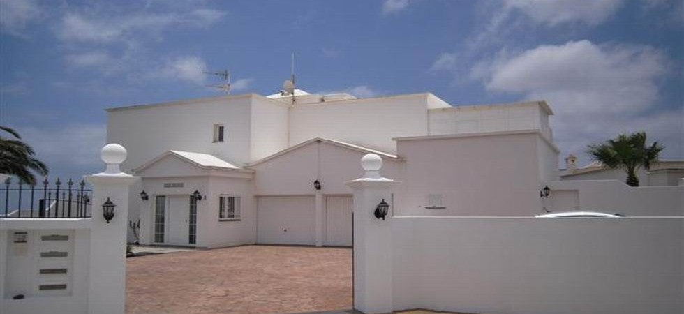 Very large villa & 2 apartments in Guime