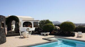 4283-(1) Lanzarote buy villa house haus