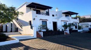 Impressive villa & 2 apartments